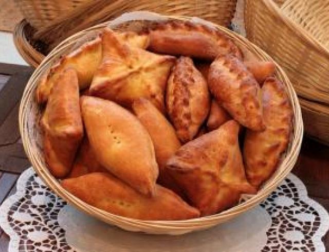 Пирожки с сушеной черемухой