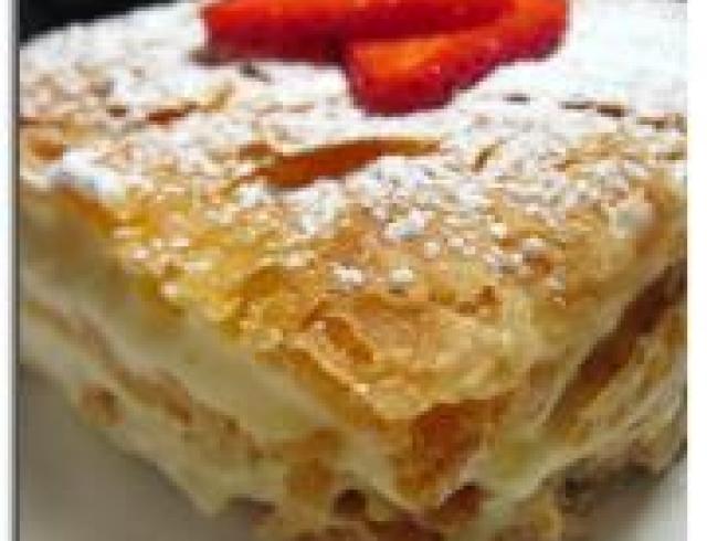 Слоеный торт с белковым кремом