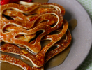 Продолжаем Масленицу и учимся готовить ажурные блины (ВИДЕО)