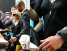 Беременная Шакира попала в объектив папарацци. Фото