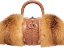 Как правильно подобрать сумку к зимней одежде?