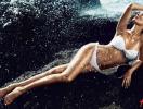Жизель Бундхен представила новые модели купальников H&M
