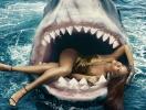 Как побороть свой страх: Рианна нырнула к акулам