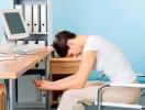 Как размяться, не вставая с места: 7 простых упражнений