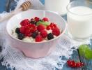 Творог по-летнему: как приготовить самый полезный десерт с ягодами