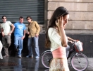 Как реагируют мужчины на приставание к их девушкам на улице (ВИДЕО)