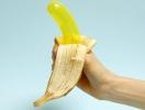 Почему презервативы рвутся: главные ошибки при использовании «резинки»