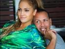 Как отдыхают звезды: Дженнифер Лопес и Алекс Родригес наслаждаются романтикой в Париже (ФОТО)