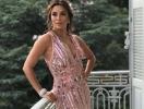 Опять в лучшей форме: Ева Лонгория вышла в свет в нюдовом полупрозрачном платье