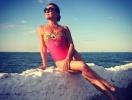 Стройная и счастливая: Наталья Могилевская отдохнула на пляже с двойником Дэвида Духовны (ФОТО)