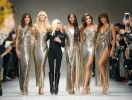 Синди Кроуфорд и ее дочь встретились на подиуме: продолжение модельной легенды в показе Версаче (ФОТО)