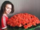 Вся в цветах: Анастасия Костенко похвасталась подарком Дмитрия Тарасова на годовщину отношений (ФОТО)