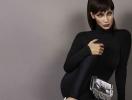 """""""На все готова ради лайка"""": Белла Хадид использовала щенка вместо бюстгальтера"""