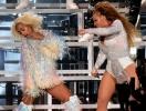 УПС! Бейонсе с сестрой упали на сцене во время выступления (ВИДЕО)