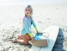 Рашгард: как купальник для серфинга стал модным бикини