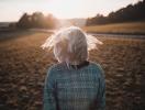 Металлический цвет волос: кому подойдет модный тренд в окрашивании