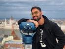 Виталий Козловский удивил поклонников фотосессией среди роз (ФОТО)
