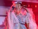 Синяки и ссадины: LOBODA показала последствия последних трех концертов (ФОТО)