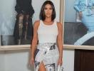 Юбка-газета и вьетнамки: Ким Кардашьян удивила винтажным образом от Dior (ГОЛОСОВАНИЕ)