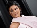 Сестра Ким Кардашьян снялась в рекламе Kylie Skin: золотистый крем, накидка из жемчуга и ничего лишнего (ВИДЕО)