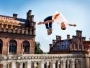 Сальто, фліпи та стрибки через перешкоди: дивись драйвове відео зі спортсменом Олександром Тітаренком