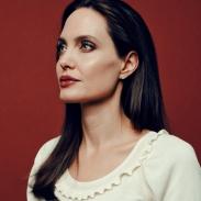 Почему Анджелина Джоли обиделась на поклонников и прессу?