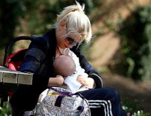 Самые известные кормящие грудью мамы. ФОТО