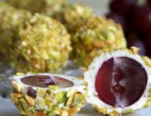 Вкусный праздник: сырные шарики с виноградом