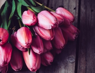 Красивые стихи к празднику 8 марта о женщинах