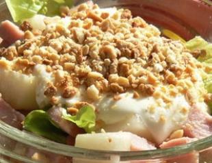 Нежный салат с ветчиной и грушами
