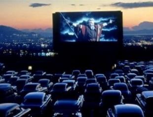 Новая мода: в кино на машине