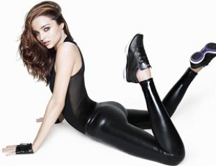Миранда Керр рекламирует кроссовки. Фото