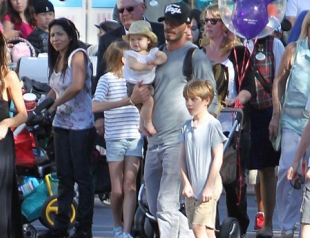 Семья Бекхэм посетила Диснейленд. Фото