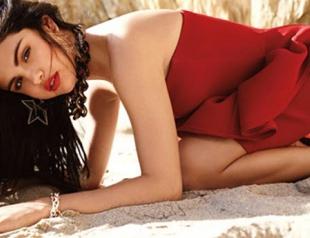 Селена Гомес устроила сексуальную фотосессию