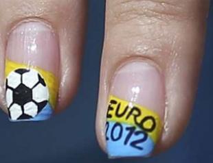 Идеи маникюра для футбольных болельщиц. Фото