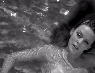 Кайли Миноуг представила черно-белый клип на песню Flower