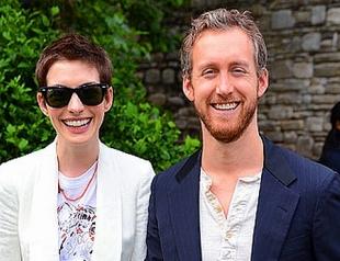 Первые фото со свадьбы Энн Хэтэуэй и Адама Шульмана