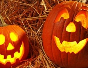 Видеоурок: как вырезать тыкву на Хэллоуин