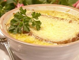 Как приготовить французский луковый суп?