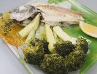 Запеченая рыба дорадо с овощным гарниром. Видео-рецепт