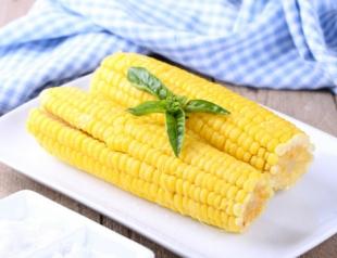 Оригинальный рецепт: молодая кукуруза и рыба в початке