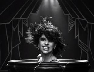 Леди Гага выпустила клип на песню Applause