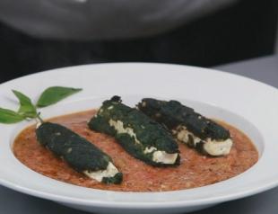 Бруски феты в шпинате с томатным соусом. Видео-рецепт