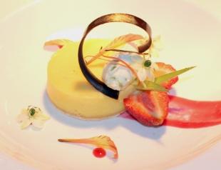 Фитнес-меню от поваров Fairmont Grand Hotel Kyiv: лаймовый пирог с малиновым соусом