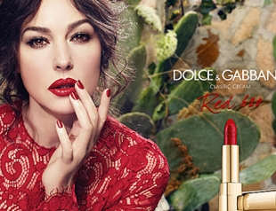 Моника Беллуччи представила новую помаду Dolce&Gabbana Red 620