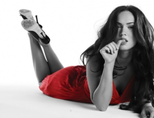 Психологи: женщины в красном раздражают друг друга