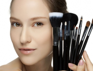 Чем различаются кисти для макияжа