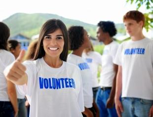 Как стать волонтером и помогать людям