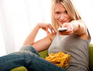 Почему девушкам нужно перестать смотреть телевизор в новом году