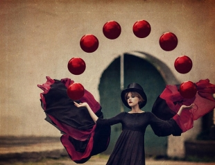 Зачем женщине уметь жонглировать